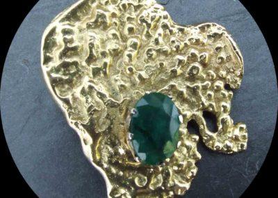 Brosche geschmort Gelbgold 585 mit Rubin