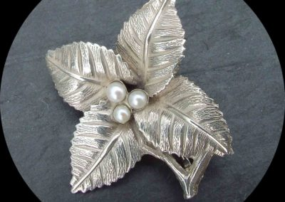 Brosche Silber 925 mit Süsswasserperlen